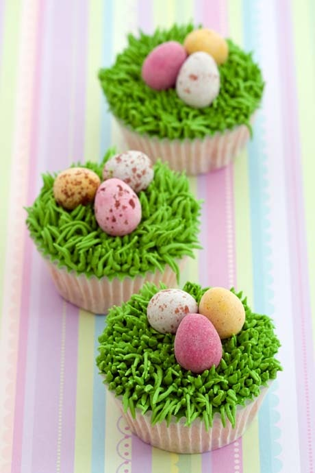 Cupcakes decorated with an Easter theme