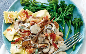 Ravioli met paddenstoelen en pancetta